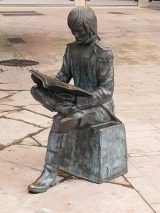 statue-934502_640